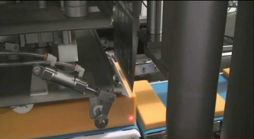 Automated cheese block cutter for Kraft Canada